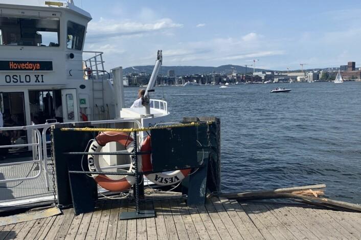 Øyenvitner forteller at Oslo XI hadde høy fart da fergen traff brygga på Hovedøya. Foto: Lars Eide / NTB scanpix