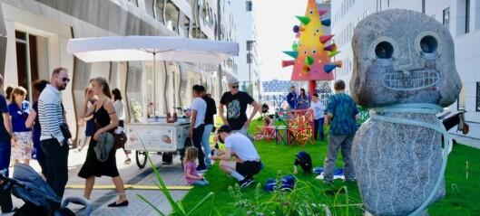 Midt i Bjørvikas urbane Barcode finner du en helt ny, fargerik skulpturpark for lekelystne barn