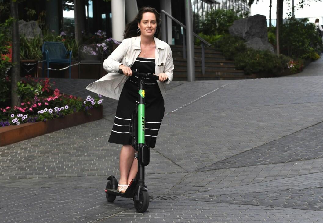 � Hu og hei gjennom bilfri gate i Bjørvika. VårtOslos reporter Émilie Pascale Bloin Helgheim anbefaler hjelm. Foto: Christian Boger