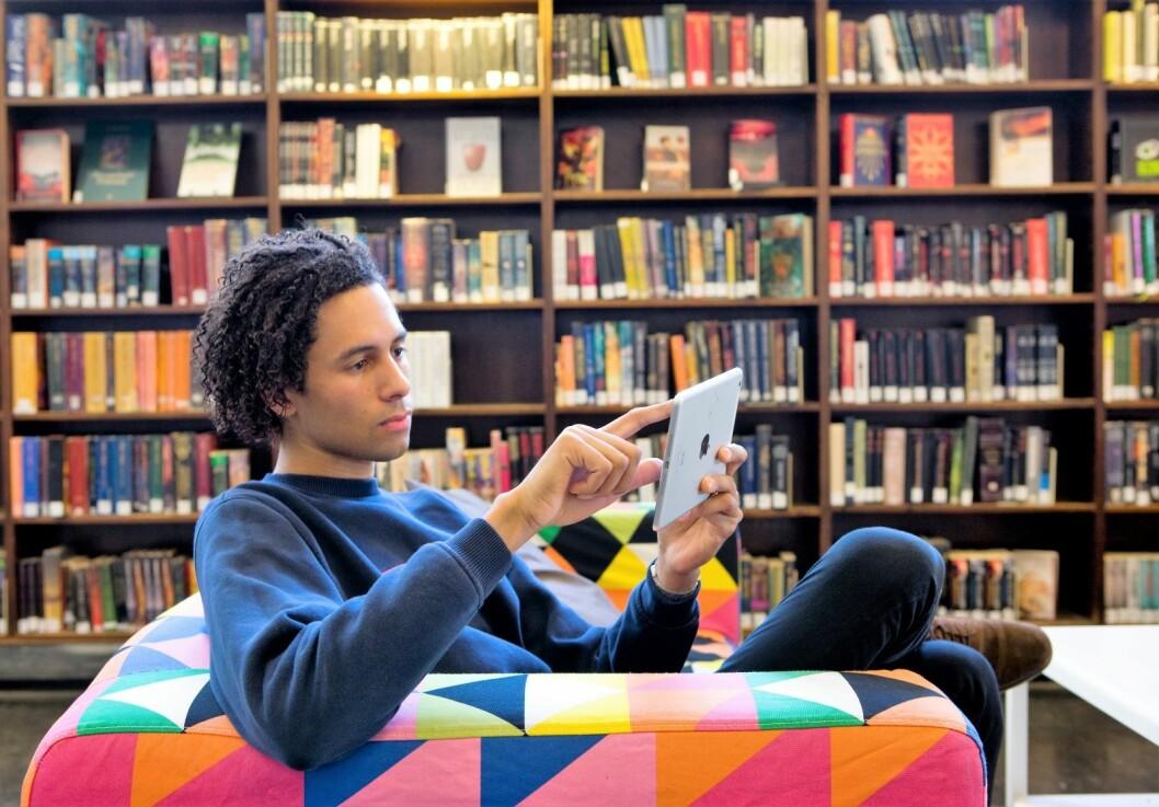 Oslofolk låner stadig flere ebøker fra sitt lokale bibliotek. Utlånet av slike bøker steg med 142 prosent fra første halvår i fjor til første halvår i år. Illustrasjonsfoto: Thomas Brun / NTB scanpix
