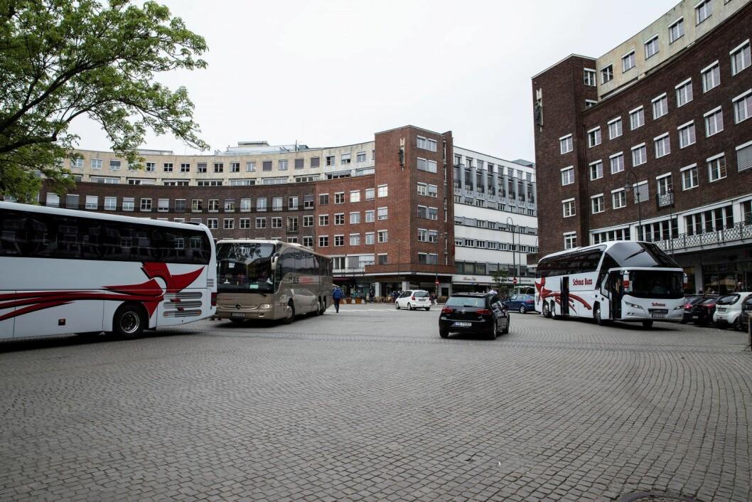 En mann ble natt til torsdag pågrepet etter at han hadde truet vakter ved et utested på Fridtjof Nansens plass med pistol. Foto: Vidar Ruud / NTB scanpix