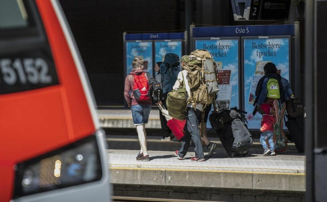 Reisende med med tog på Oslo S. Foto: Vidar Ruud / NTB scanpix