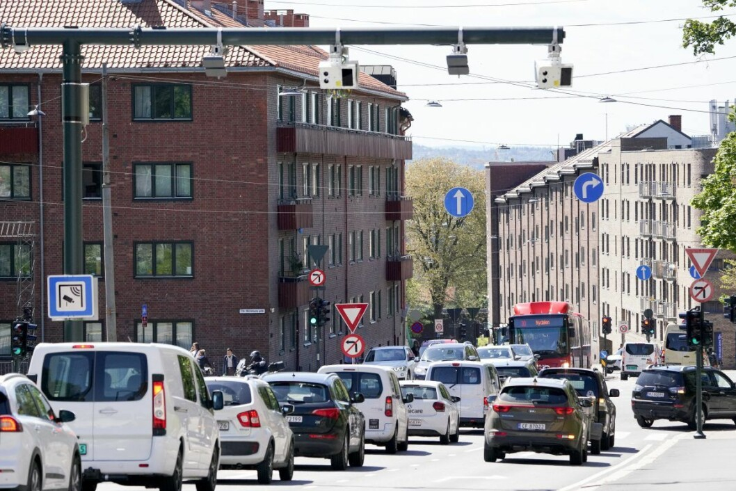 Fra 1. juni ble det et helt nytt bompengesystem i Oslo. Innkrevingen av bompenger fordeles på tre bomringer med totalt 83 bomstasjoner. Her er en av de nye som er montert i Fagerheimgata i Grünerløkka bydel. Foto: Fredrik Hagen / NTB scanpix