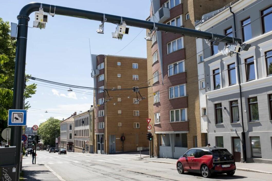 Fra 1. juni ble det innført et helt nytt bompengesystem i Oslo. Innkrevingen av bompenger fordeles på tre bomringer med totalt 83 bomstasjoner. Her er en av de nye som er montert i Vogts gate. Foto: Fredrik Hagen / NTB scanpix