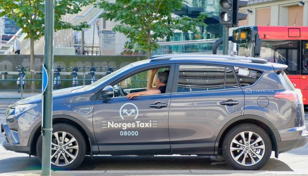 Byrådsleder i Oslo, Raymond Johansen, mener drosjenæringa kan reddes dersom den reguleres skikkelig.