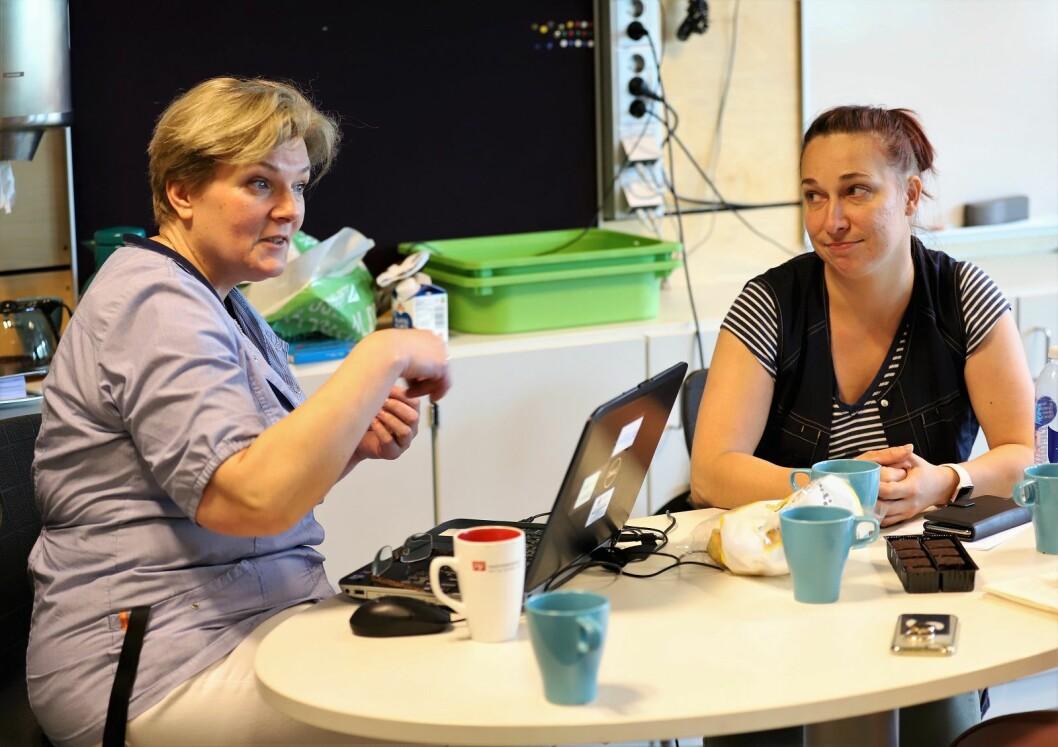 � Renholdere bør bli kommunalt ansatte, mener både Agnieszka Almukhtar (t.v), som jobber ved Rødvet skole, og Aga Klaczynska (t.h) som jobber ved  Lambertseter skole. Foto: André Kjernsli