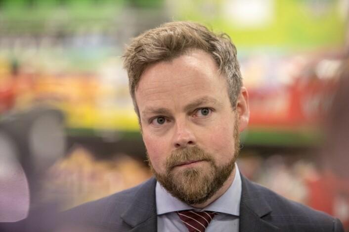 For første gang legger regjeringen fram en stortingsmelding om handelsnæringen. Næringsminister Torbjørn Røe Isaksen besøkte Kiwi i Hovinveien i bydel Grünerløkka, der han presenterte innholdet. Foto: Ole Berg-Rusten / NTB Scanpix