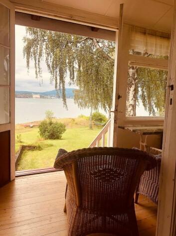 Litt av utsikten fra glassverandaen tilhørende hytta på Lindøya. Foto: Natalia Tesli