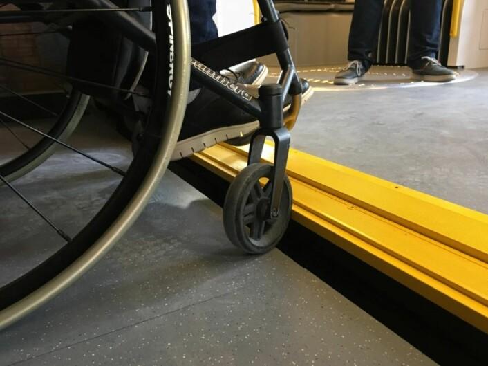 De nye trikkene har lave gulv omtrent på nivå med fortauet, og uten trapper. Dermed blir det langt enklere tilgang for rullestol og barnevogn og bedre flyt.