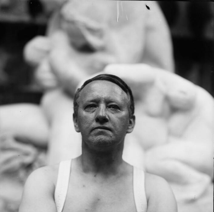 Gustav Vigeland i sitt studio på Hammersborg i 1917. Foto: Vigeland Museum / Vigeland-museet