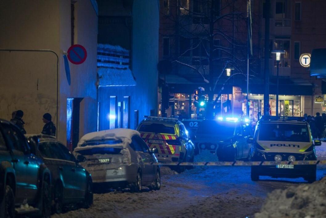 Politiet på åstedet for drapsforsøket i Motzfeldts Gate i Oslo 5. februar. Foto: Heiko Junge / NTB scanpix