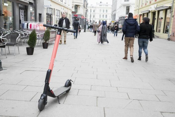 Utleie av elsparkesykkel er enormt populært i Oslo. Så populært at stadig flere velger å kjøpe sin egen. Foto: Terje Pedersen / NTB scanpix