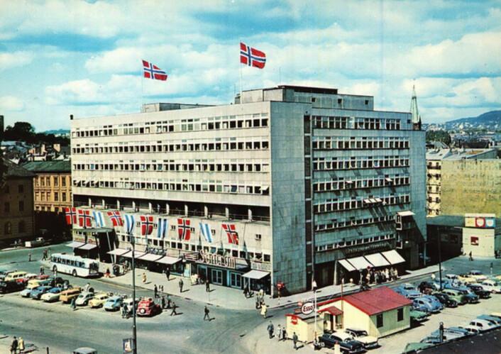 Samfunnshuset som motiv på postkort. Ukjent år og fotograf, Oslo Byarkiv