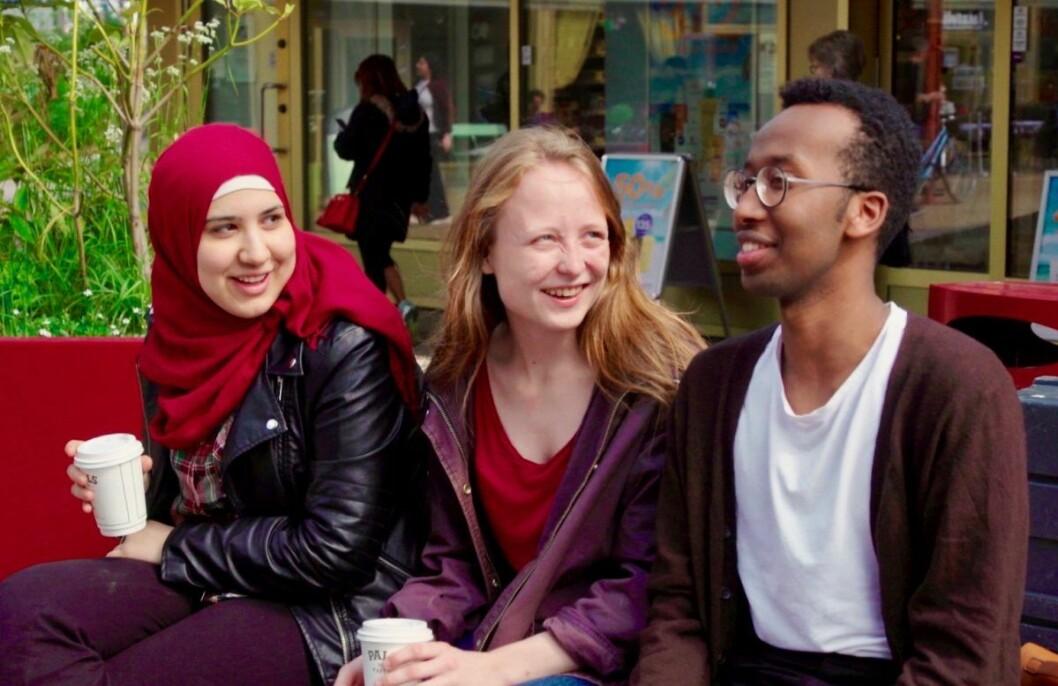 Agnes Viljugrein (22, midten) med hennes enda yngre partikollegaer Sara Ali Barzinje (t.v., 21) og Fawzi Abdirashid Warsame (t.h., 20). Foto: Privat