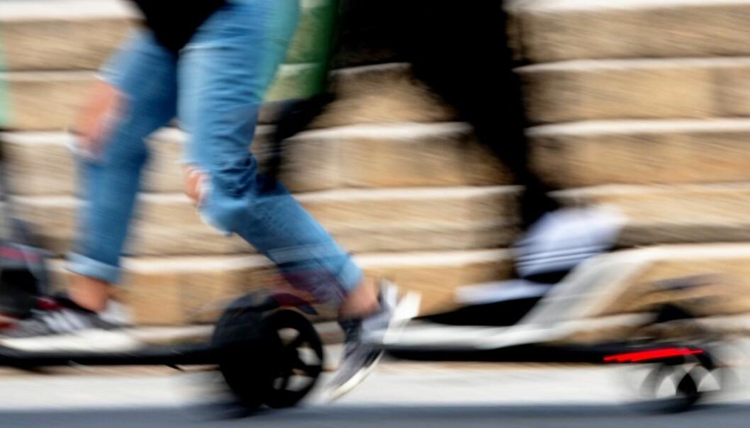En elsparkesyklist er alvorlig skadd etter sammenstøt med en taxi på Ring 2 ved Ullevål sykehus søndag morgen.