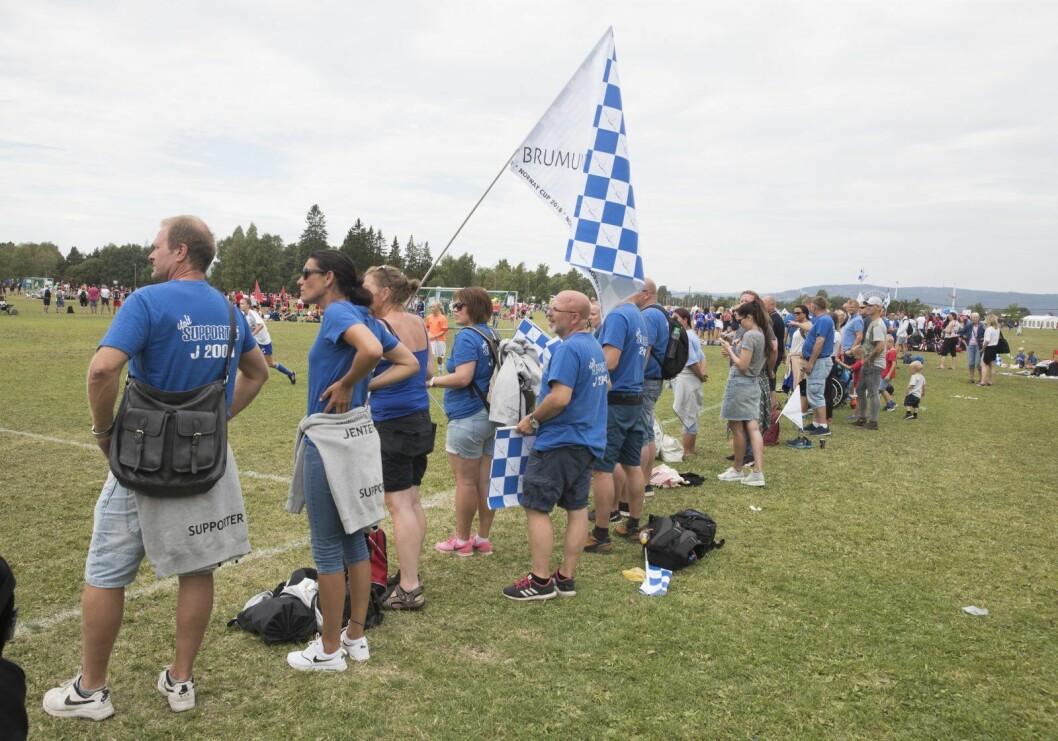 Norway cup spilles både på Ekebergsletta og ulike baner flere andre steder i byen. Her fra fjorårets turnering da supportere fra Brumunddal heiet på sine lag. Foto: Terje Pedersen / NTB scanpix