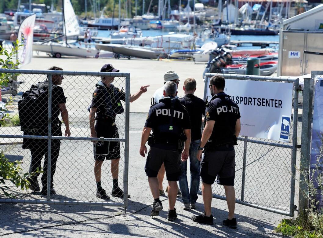 Personen ble funnet av folk som var ute i båt mellom øya Killingen og Bygdøy sjøbad. En politipatrulje kom til stedet og hentet opp vedkommende, som raskt ble erklært død.  Foto: Fredrik Hagen / NTB scanpix