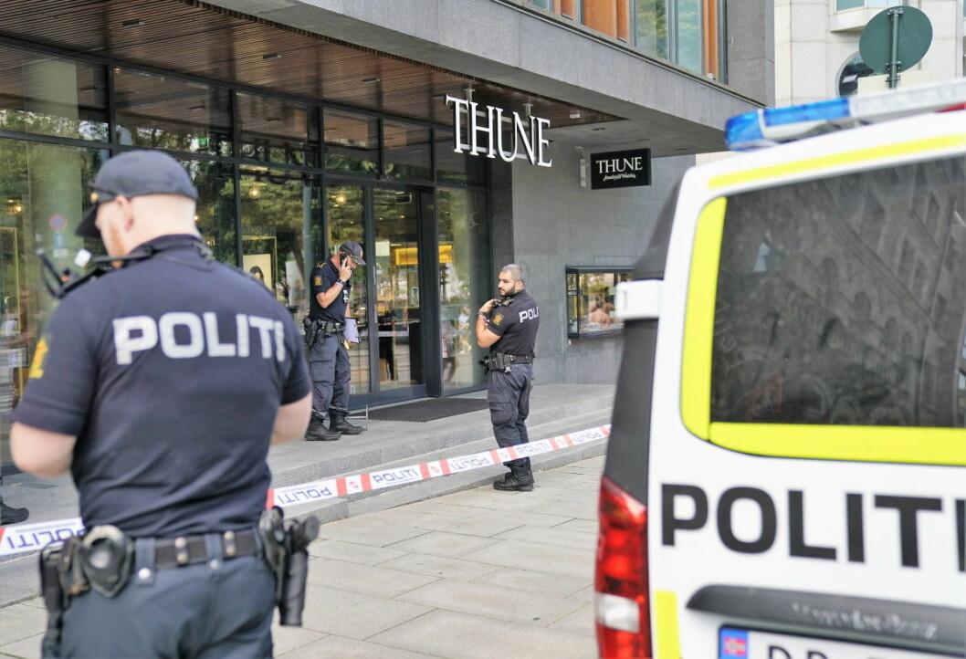 Thune gullsmed i Oslo ble ranet mandag formiddag. Det ble løsnet skudd inne i lokalet under ranet. Foto: Heiko Junge / NTB scanpix