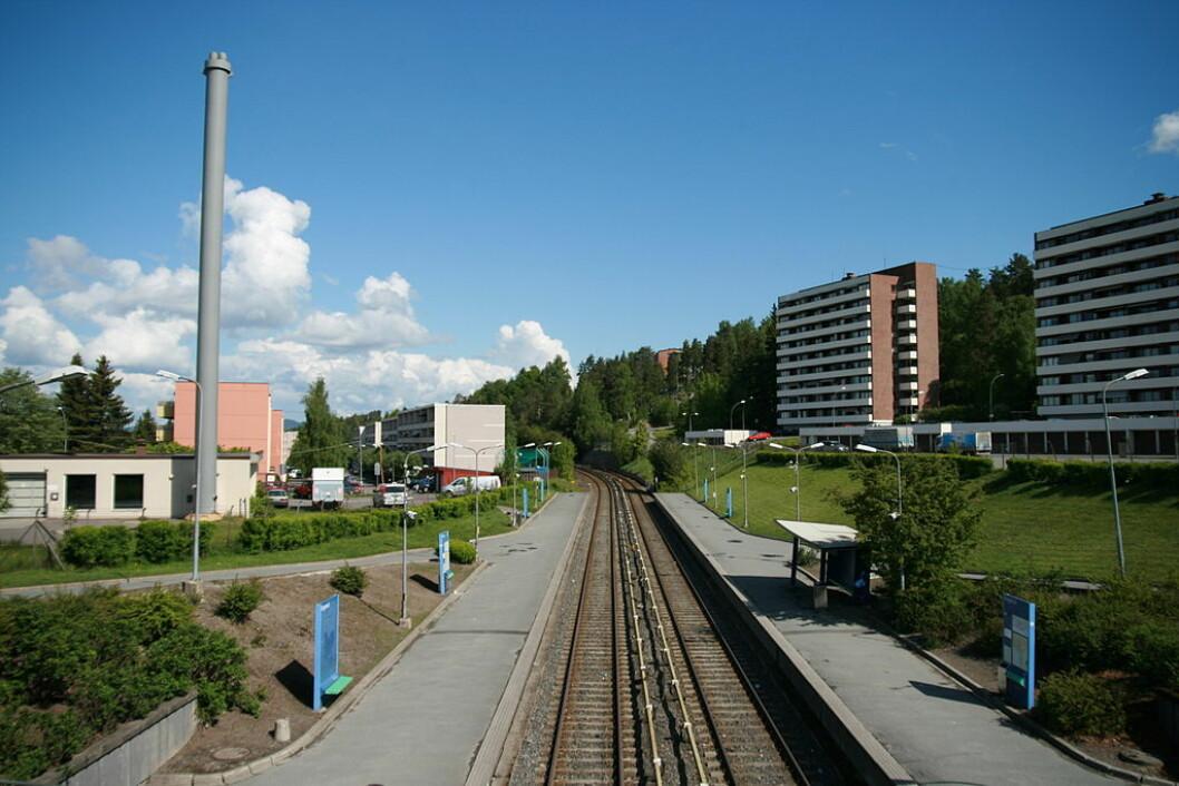 De pågrepne etter slagsmålet ved Bogerud T-banestasjon  er siktet for forhold som blant annet vold mot politiet, brudd på våpenloven, trusler og for ikke å ha etterkommet pålegg fra politiet. Foto: Kjetil Ree / Wikimedia Commons