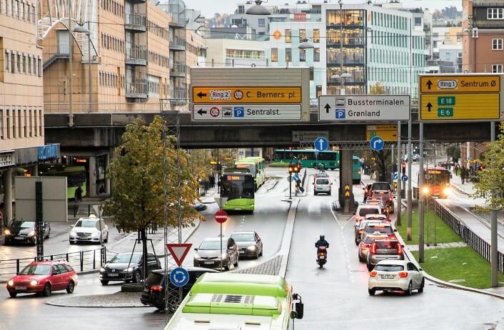Schweigaards gate er en travel trafikkåre og inkluderer det hektiske møtepunktet Bussterminalen. Foto: Berit Roald / NTB scanpix