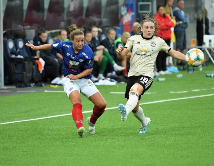 Manchester United-supporter Maren Hauge var svært fornøyd med å slå favorittklubben hjemme på Intility Arena. Foto: Christian Boger