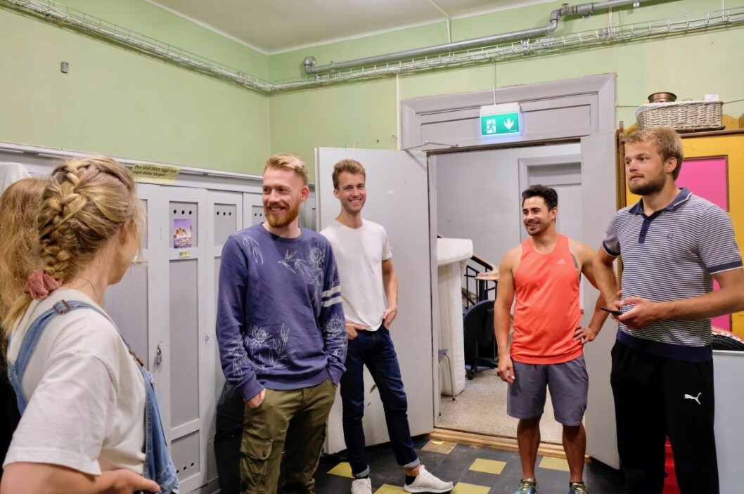 Det sosiale miljøet og den lange historien er noe å feire ved årets hundreårsjubileum. F.v.: Ingrid, Live, Adrian, Marius, Raymond og Kristoffer.