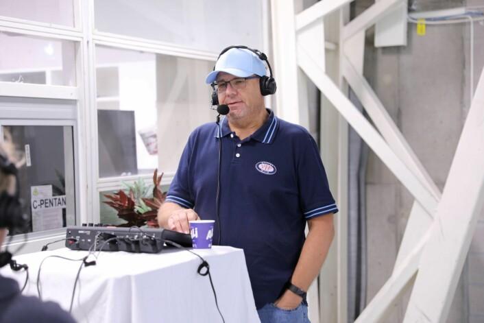 Erik Engen er den erfarne radiomannen som nå tar på seg å gjøre hockeyfansen til Vålerenga til et lykkeligere folkeslag. Foto: Atle Enersen
