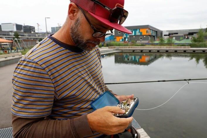 Fluefisker Lars Lenth går for å fiske med nymfe, men hvilken? Foto: André Kjernsli