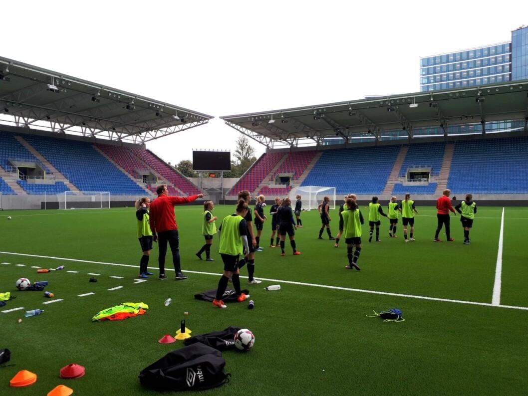 Vålerengas damelag har funnet seg godt til rette på den nye stadion. Lørdag spiler de åpningskamp mot Kolbotn. Foto: Christian Boger