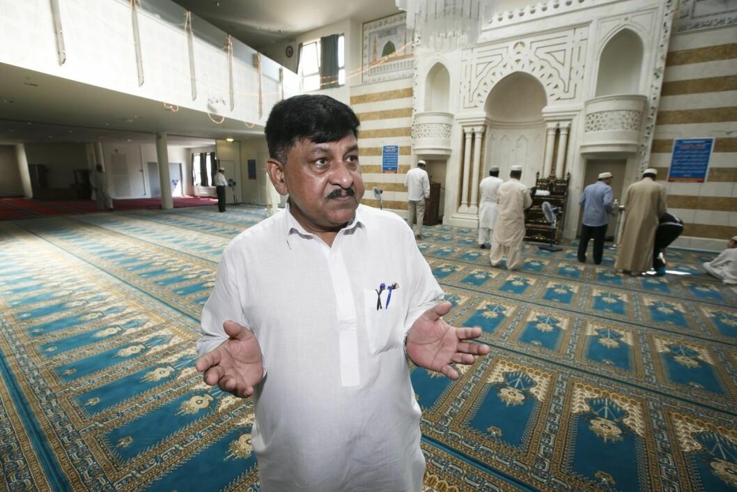 � Vi er jo alle opprørt over det som skjedde i Bærum. Og det er klart folk hos oss er bekymret, sier styreleder Ghulam Sarwar i moskéen Central Jamaat-e Ahl-e Sunnat. Foto: Heiko Junge / NTB scanpix