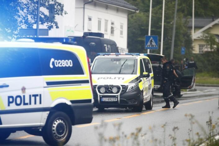 Politiet kom raskt til moskéen i Ringeriksveien i Bærum etter melding om skyting lørdag ettermiddag.<br />Foto: Terje Pedersen / NTB scanpix
