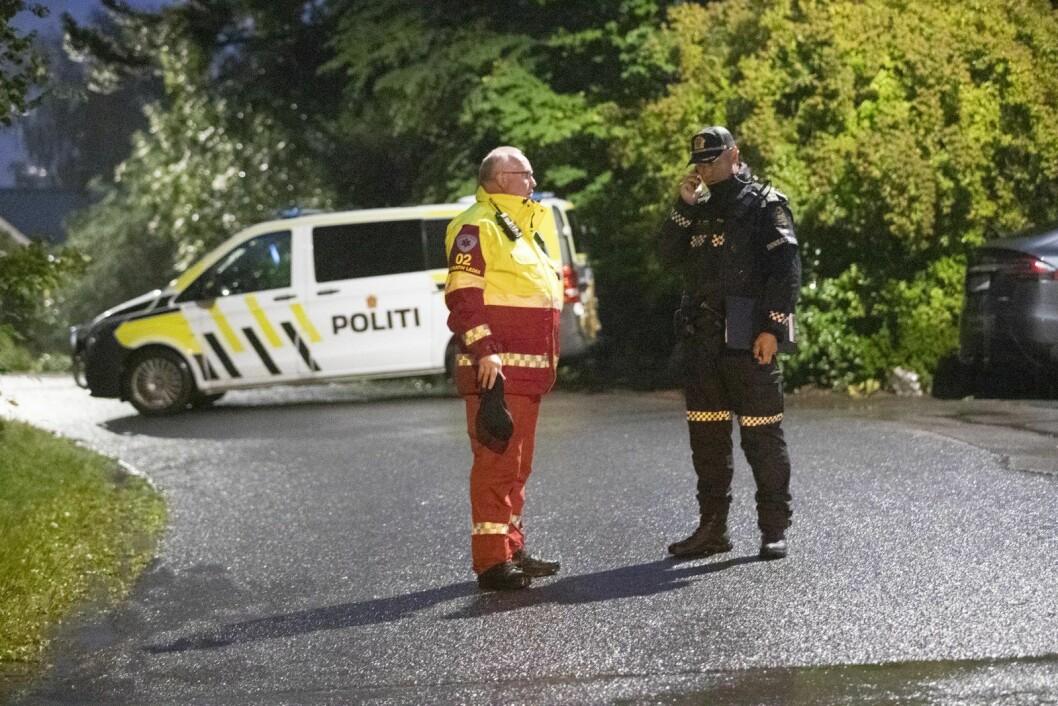 Politiet utenfor den drapssiktede 21-åringens bopel. � Vi har ingen opplysninger om samarbeid med andre, sier seksjonssjef Rune Skjold. Foto: Terje Bendiksby / NTB scanpix