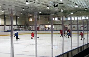 Lørenhallen stengt på grunn av fukt og soppdannelse. 70 barn må på hockey-camp i andre ishaller