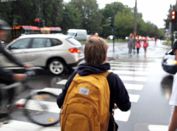 Krysset er uoversiktlig og har et komplisert trafikkbilde. Ikke bare barn får problemer med oversikten. Foto: Anders Høilund