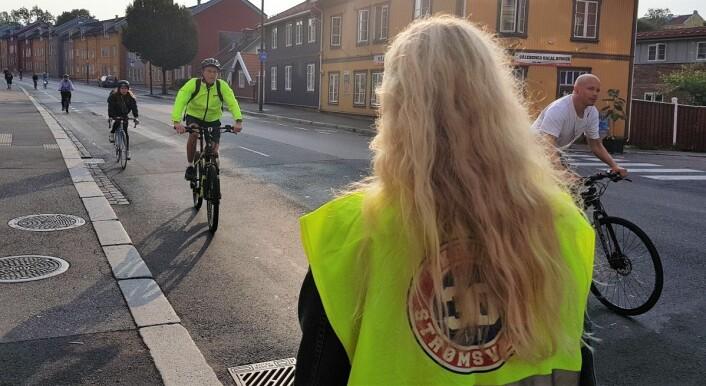 Foreldrene i aksjonsgruppa for en tryggere skolevei opplever at syklistene langs Strømsveien stadig utgjør et større og større trafikksikkerhetsproblem. Foto: Christian Boger
