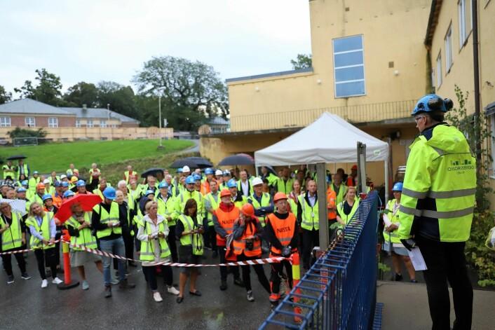 Mange møtte frem for å overvære dagens rivestart. Foto: André Kjernsli