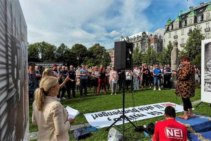 Opp mot 300 møtte opp til FNB Oslos markering mot bompenger utenfor Stortinget lørdag. Foto: Morten Lauveng Jørgensen