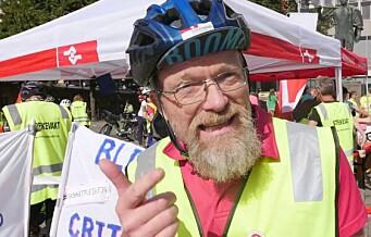 Sykkelbudene i Foodora arrangerte streikeritt. Ordføreren hang på. Se videoen