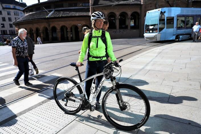 Går du av sykkelen gjelder samme regelverk som for fotgjengere. Foto: André Kjernsli
