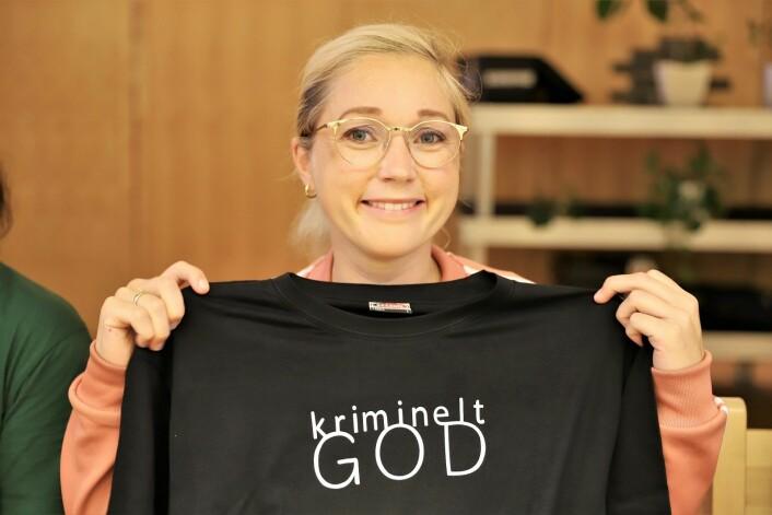 KRF og Karoline Nordbø vant prøvevalget og fikk t skjorte i premie. Foto: André Kjernsli