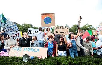 Eidsvolls plass utenfor Stortinget fylt til randen av klimaengasjerte ungdommer