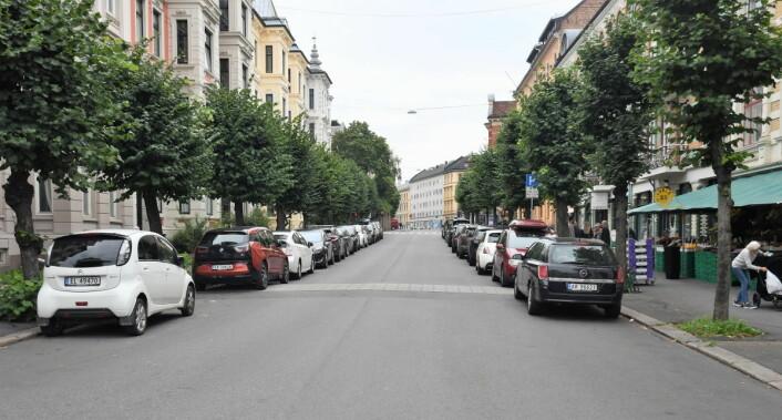 Får bymiljøetaten det som de vil forsvinner parkeringsplassene i Colbjørnsens gate mellom Nils Juels gate og Skovveien. I stedet blir det sykkelfelt i begge retninger. Foto: Christian Boger