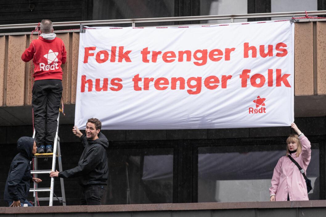 Hagegata 30. Demonstrasjon. Rødt. Foto: Bjørnar Morønning