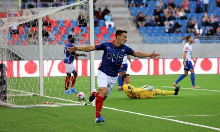 Herolind Shala satte inn 1-0 før folk hadde satt seg. Foto: André Kjernsli