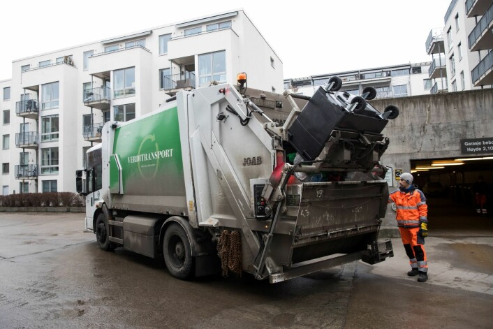 Renovasjonsarbeidere henter Oslo-beboernes søppel. Foto: Håkon Mosvold Larsen / NTB scanpix