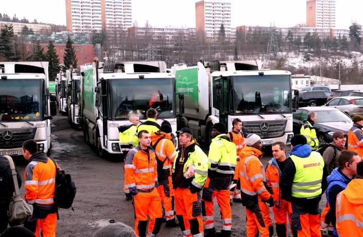De ansatte i Renovasjonsetaten på Alnabru fikk beskjed om at jobbene er sikret og lønna kommer på konto. Veireno slo seg konkurs, de tidligere ansatte i Veireno ble ansatt i Oslo kommune. Foto: Vidar Ruud / NTB scanpix