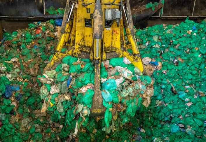 Oslo kommunes biogassanlegg ligger i Nes på Romerike. Anlegget behandler matavfallet (de grønne plastposene) fra Oslos innbyggere. Her produseres biogass og miljøvennlig biogjødsel til landbruket. Foto: Ole Berg-Rusten / NTB Scanpix