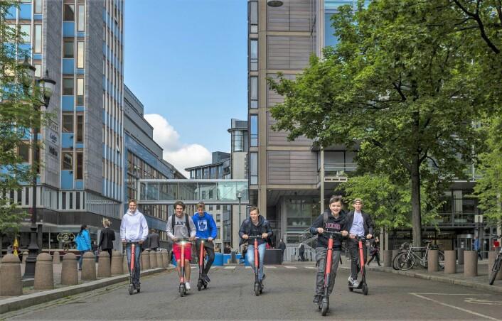 Oslo kommune vurderer å følge etter Trondheim og innføre reguleringer for utleie av elsparkesykler. Foto: Geir Olsen / NTB scanpix