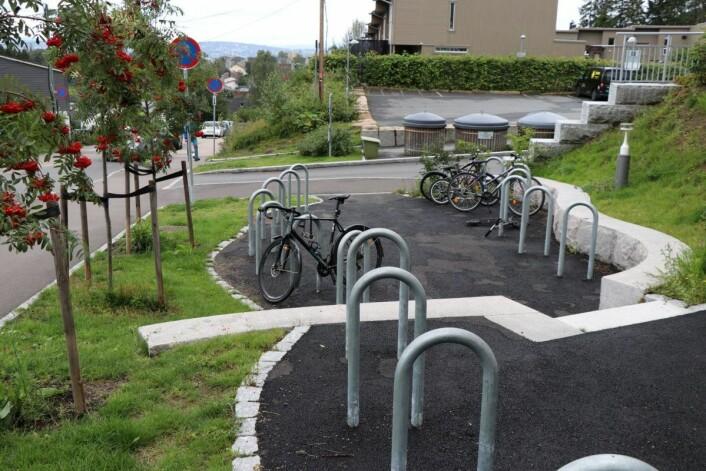 Fra sykkelparkeringen ute har det flere ganger vært sykkeltyverier. Foto: Klimaetaten