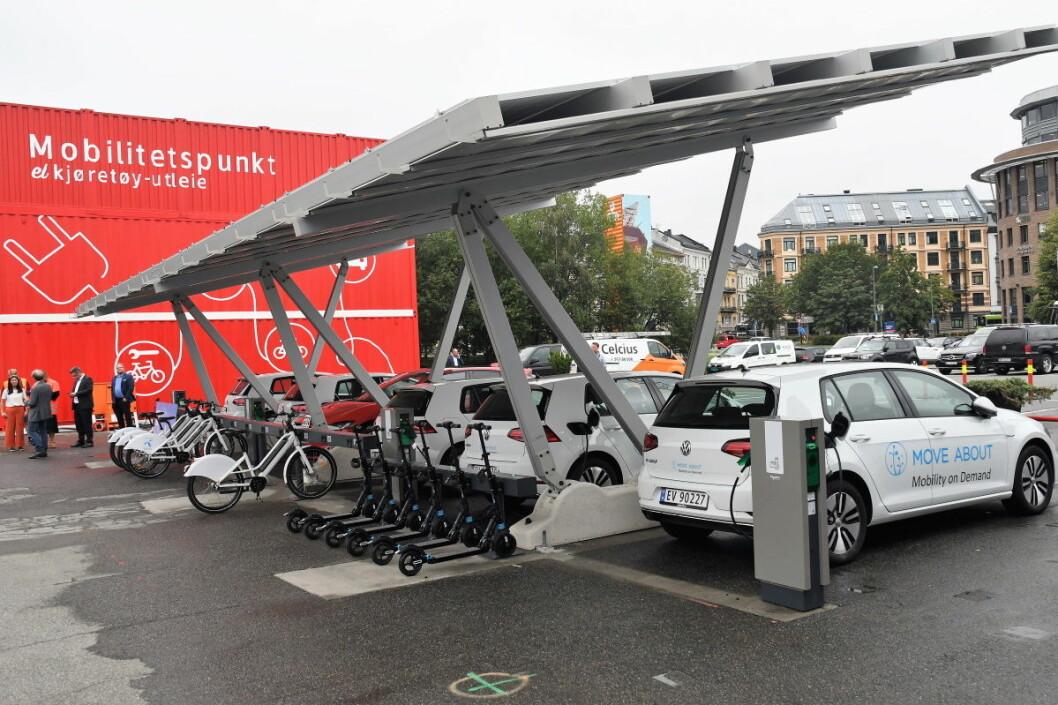 Alt på ett sted. Ved det nyåpnede mobilitetshuset på Filipstad kan osloborgerne låne både elbil, elsykkel eller elsparkesykkel. Alt etter behov og dagsform. Foto: Christian Boger